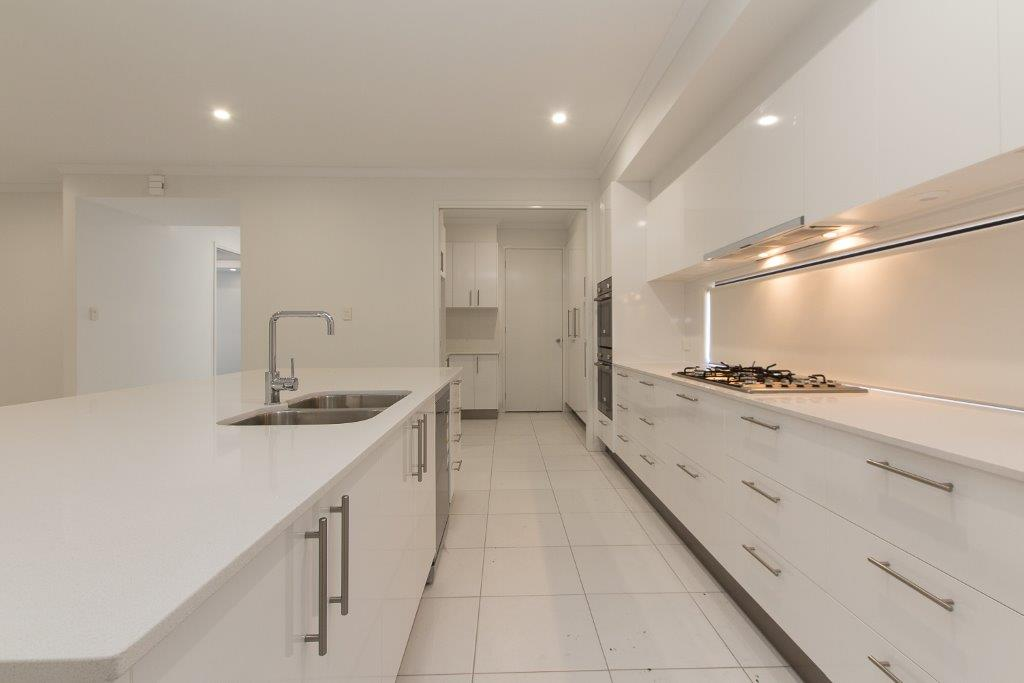 Stylish-Kitchen-with-Butlers-Pantry-Brisbane-Imperial-Kitchens