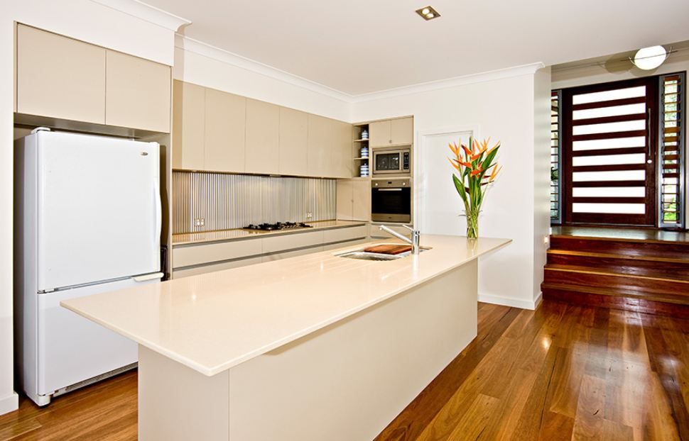 Small kitchen design ideas brisbane southside gold coast for Kitchen designs for small kitchens