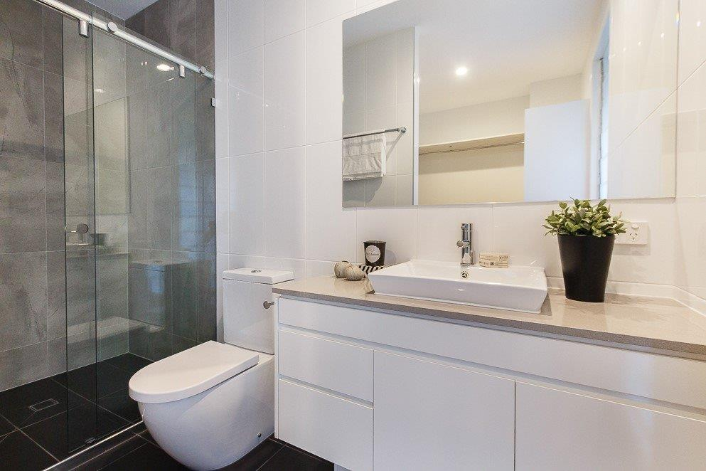 Custom-Vanities-Brisbane-Gold-Coast-White-Cupboards-with-Stone-Vanity-Top