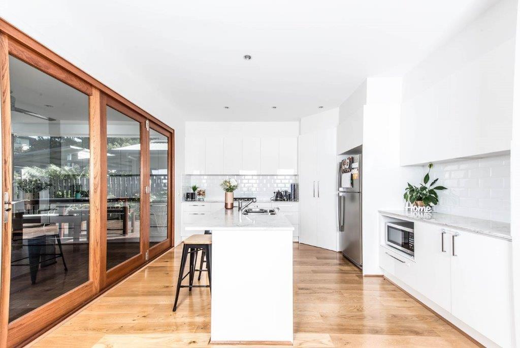 Kitchens-Renovations-Brisbane-White-Subway-tile-Splashback