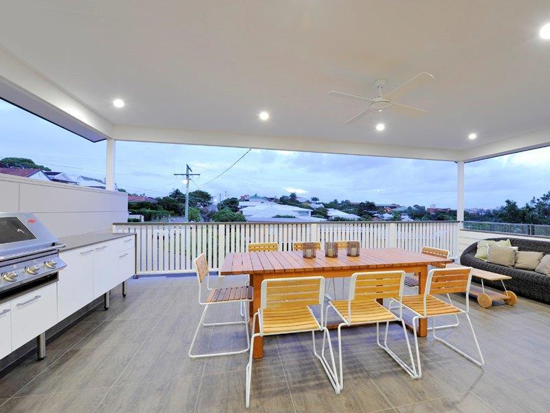 Outdoor-Kitchens-Brisbane-Family-Entertainment-Deck