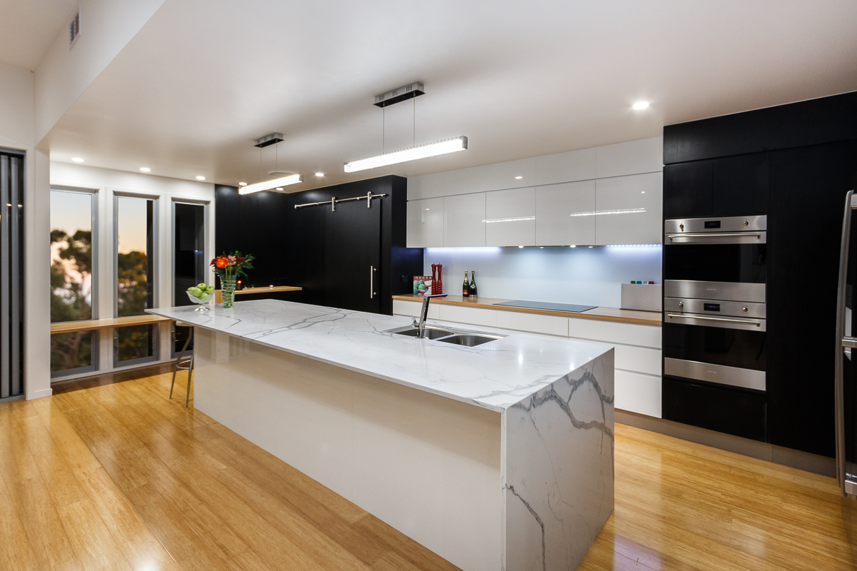 kitchen-white-black-modern