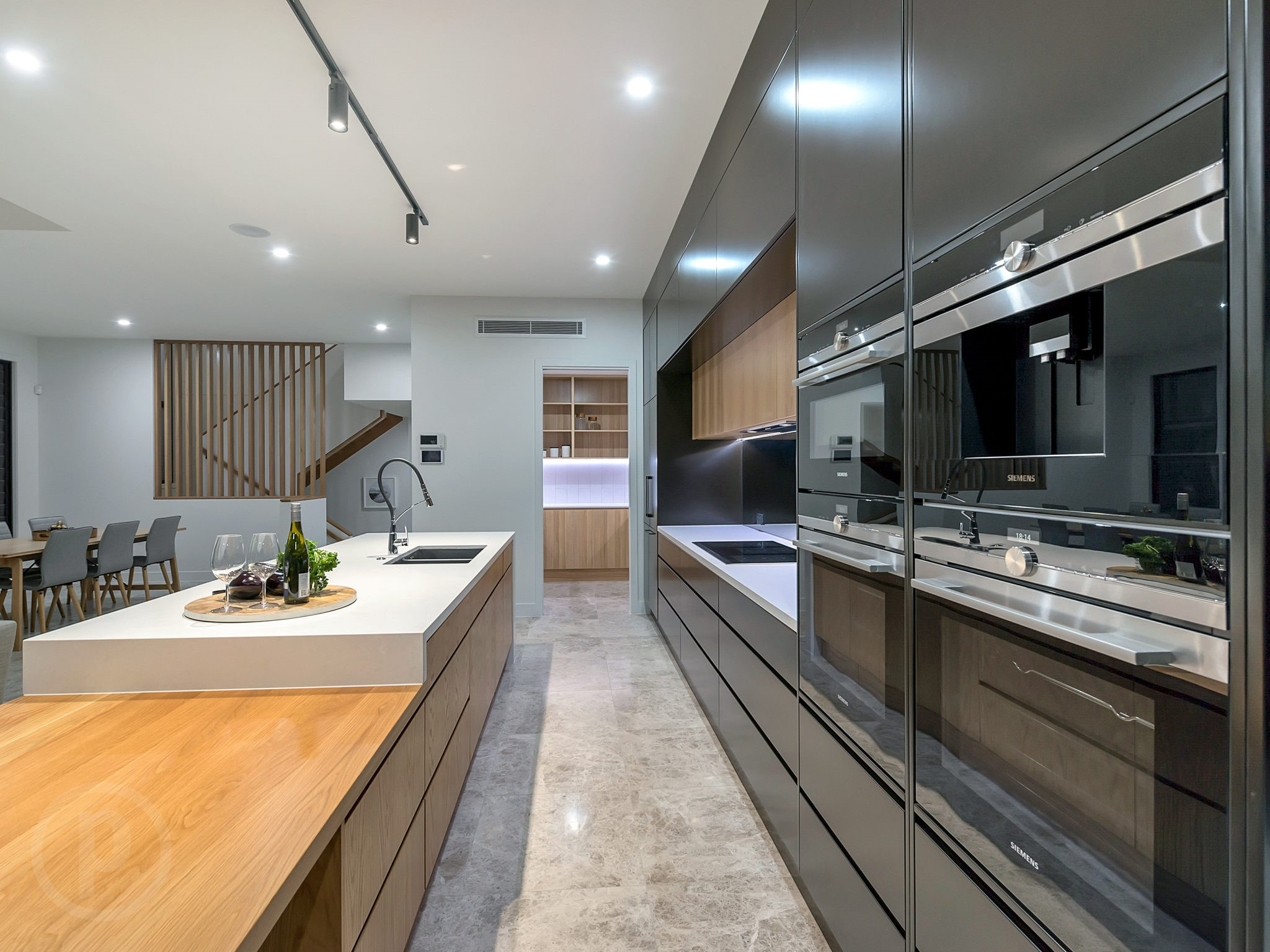 Custom-kitchen-handleless-cabinets-Siemens-appliances-Gold-Coast-Brisbane
