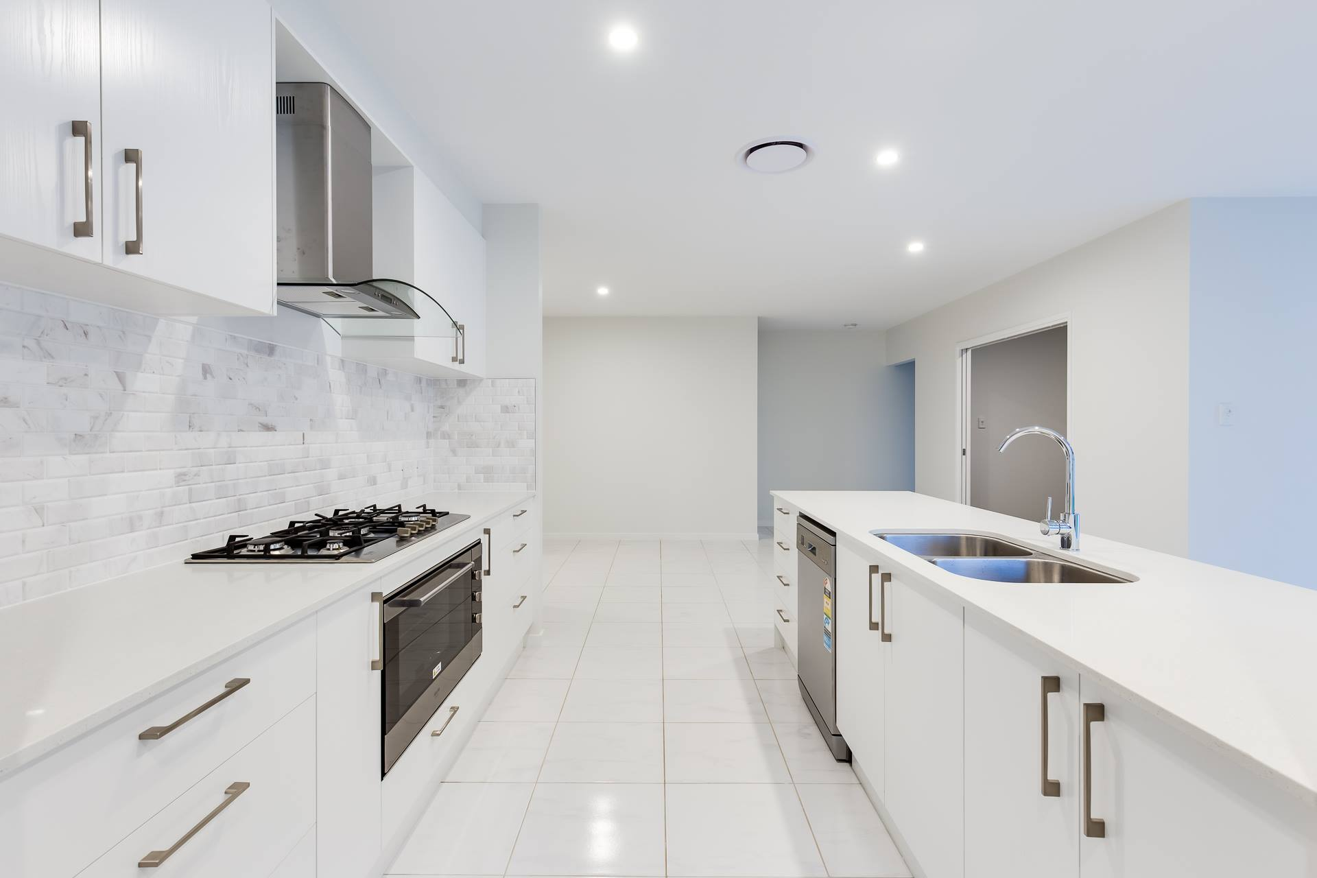 Custom-kitchen-tiled-splashback-white-Brisbane-Gold-Coast