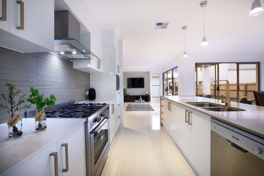 Kitchens-Renovations-Brisbane-Crisp-White-Modern-Kitchen