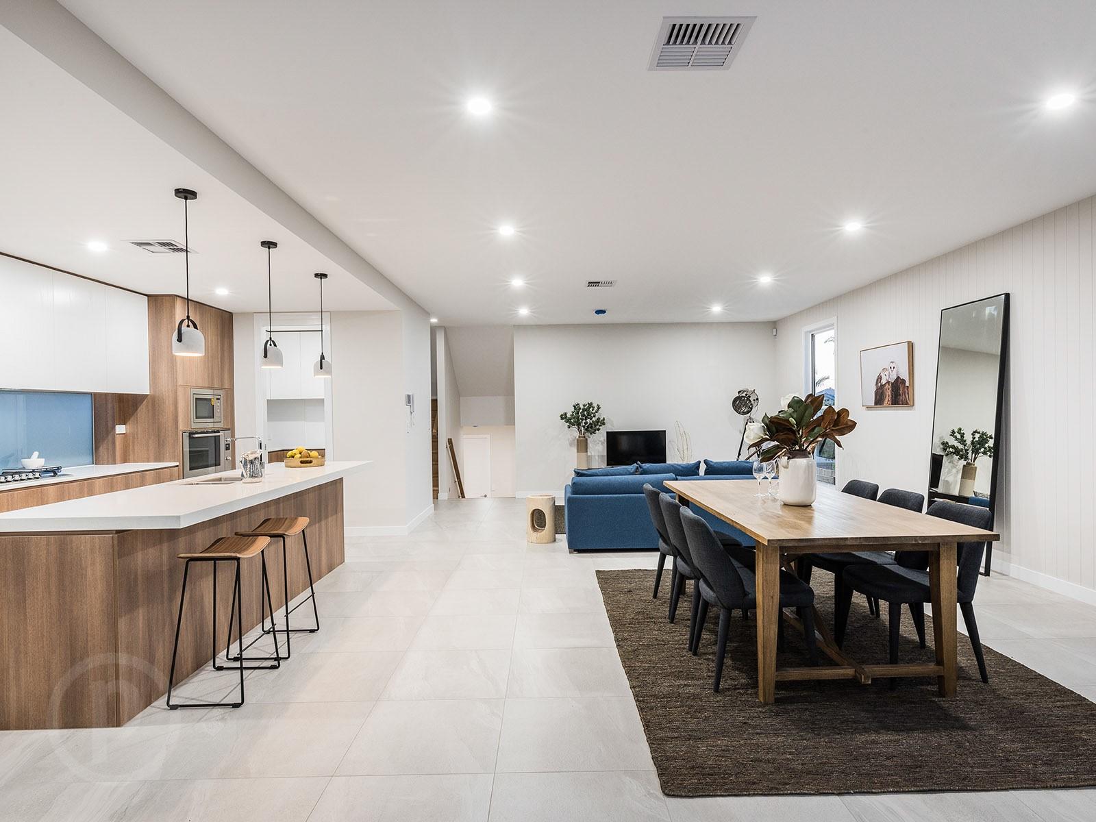Custom-kitchen-timber-grain-glass-splashback-Brisbane-Gold-Coast
