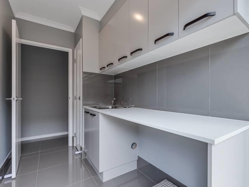 Custom-laundry-large-tiles-Brisbane-Gold-Coast