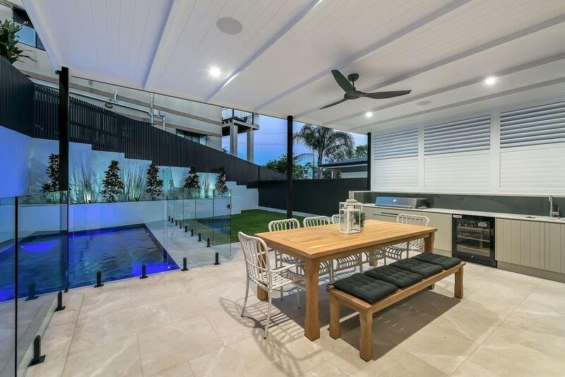 Custom-outdoor-kitchen-louvres-Brisbane-Gold-Coast